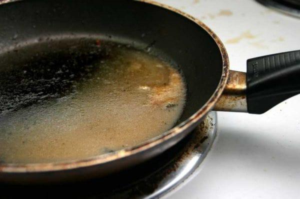 Сковорода требующая очистки