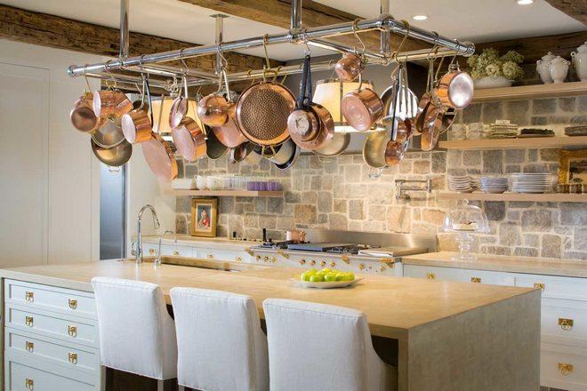 Хранение сковородок под потолком