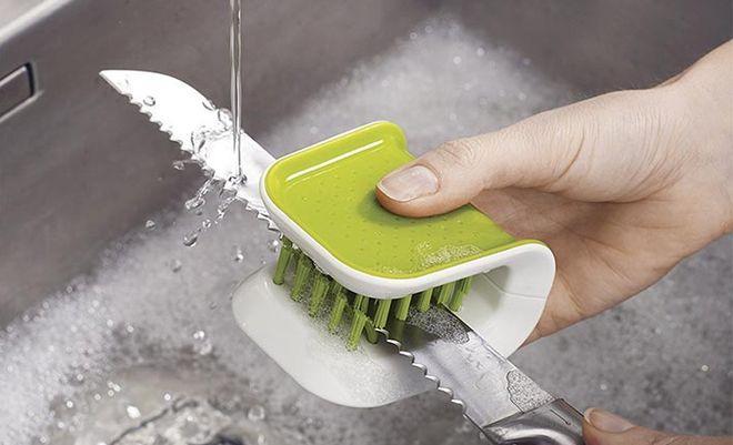Тщательное мытьё ножа