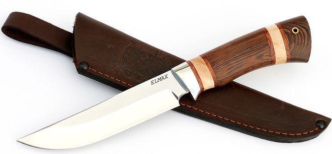 Блестящий охотничий нож с ножнами