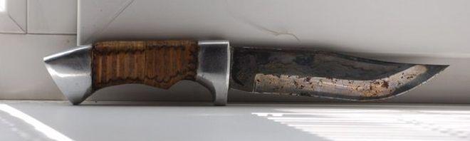 Охотничий нож со следами коррозии