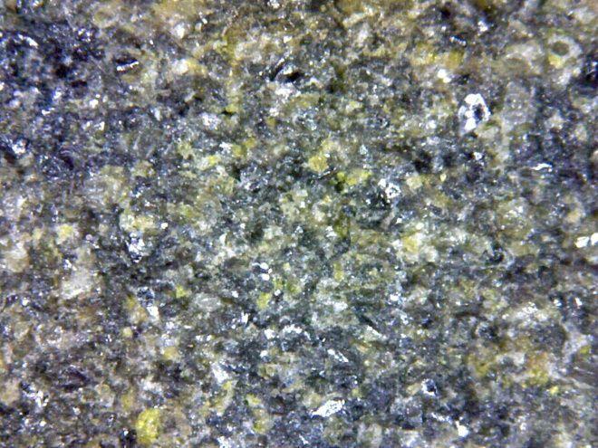 Алмазный брусок с зерном 100/80 под увеличением