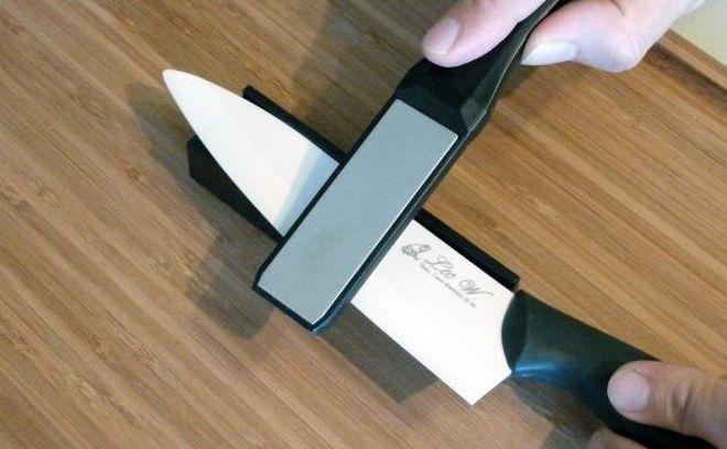 Заточка керамического ножа абразивным камнем