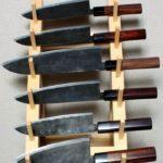 Деревянное устройство как подставка для ножей
