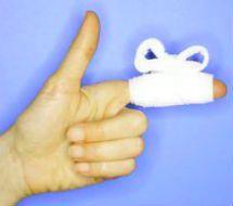 Забинтованный указательный палец