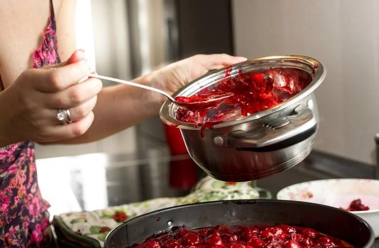 как очистить кастрюлю от пригоревшего варенья