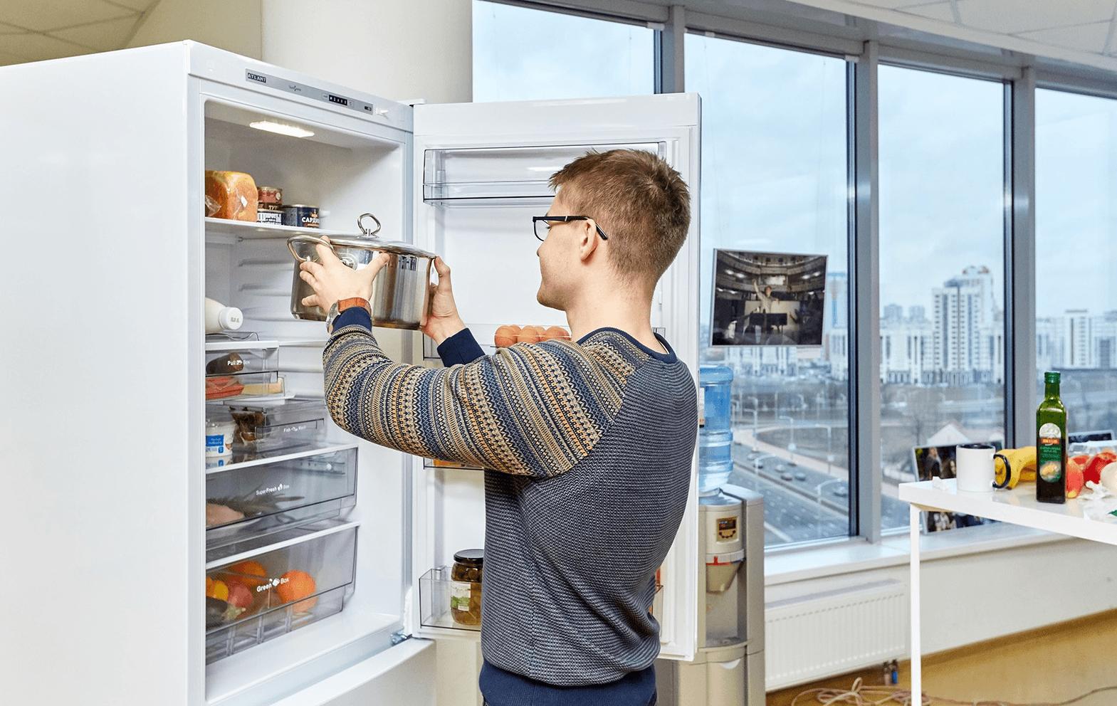 Ставить кастрюлю в холодильник