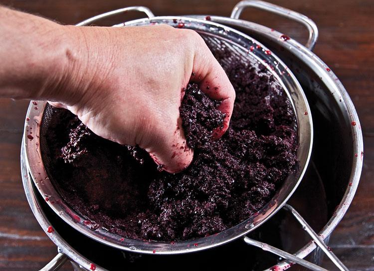 Можно ли делать вино в алюминиевой кастрюле