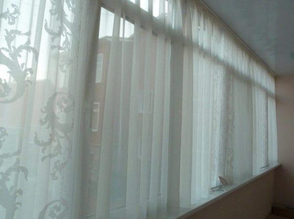 Короткие шторы на балкон