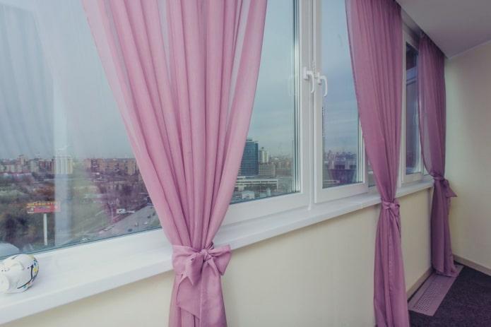 Длинные шторы на балкон