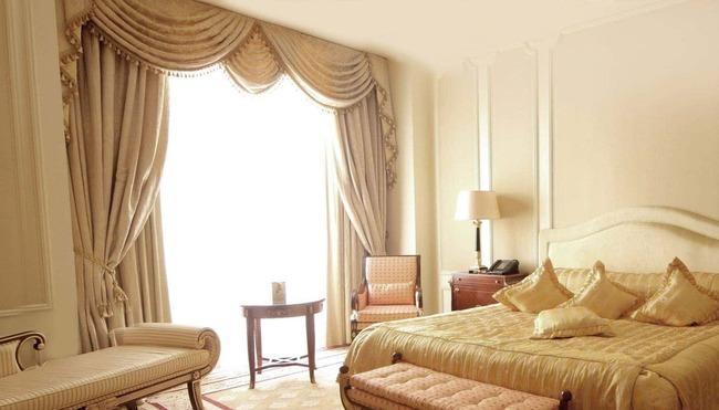 Портьеры в интерьере спальни