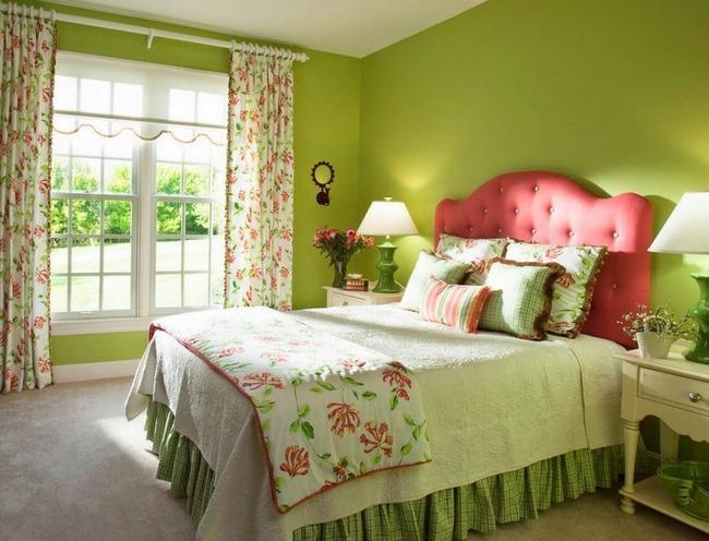 Зеленые обои и шторы