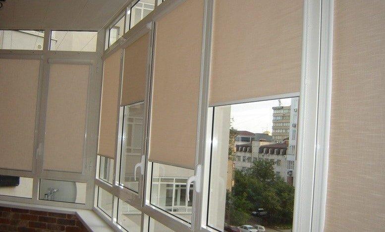 Жалюзи на балконные окна: 30 фото идей