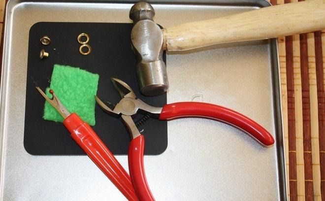Инструменты для установки люверсов.