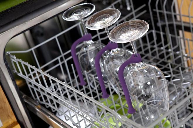 Хрупкие бокалы в посудомойке