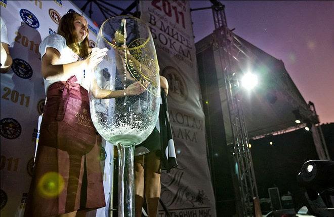 Огромный бокал для шампанского