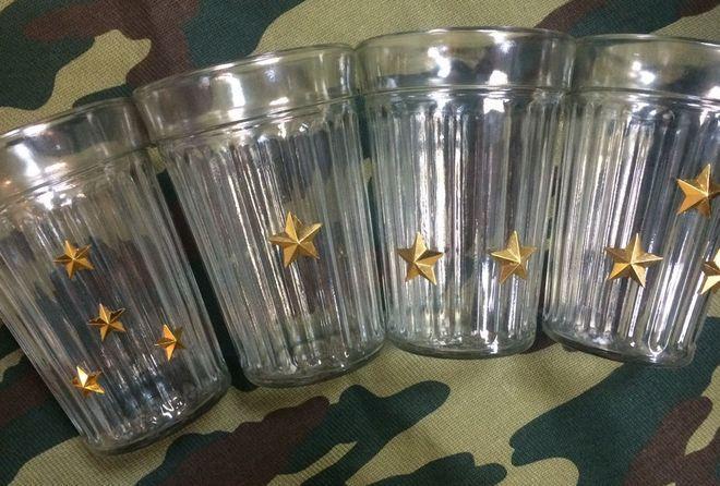 Граненые стаканы военных