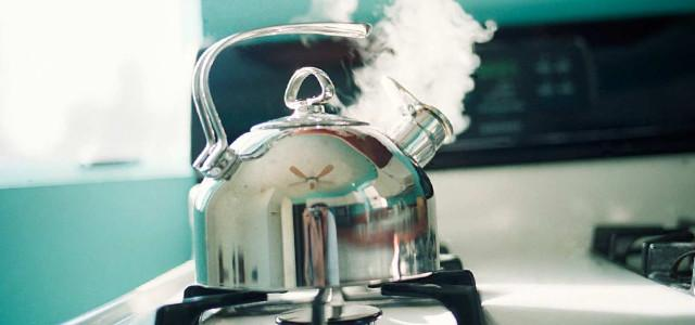 Кипячение чайника раствором соды