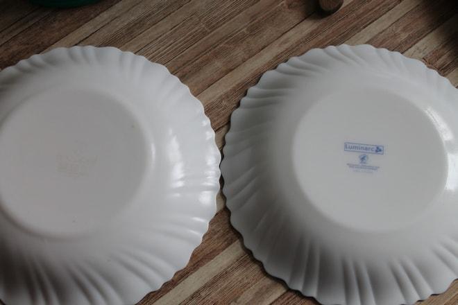 Оригинальная и поддельная тарелка