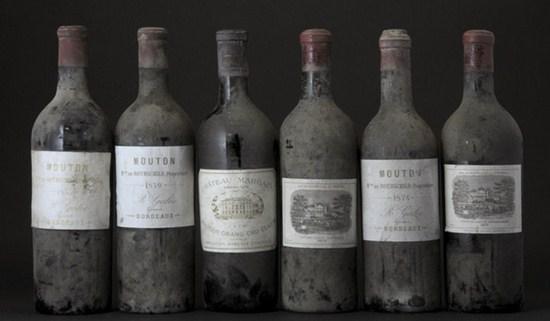 Бутылка вина бордо.