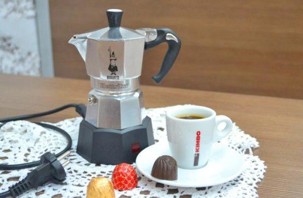 Как варить кофе в гейзерной кофеварке.