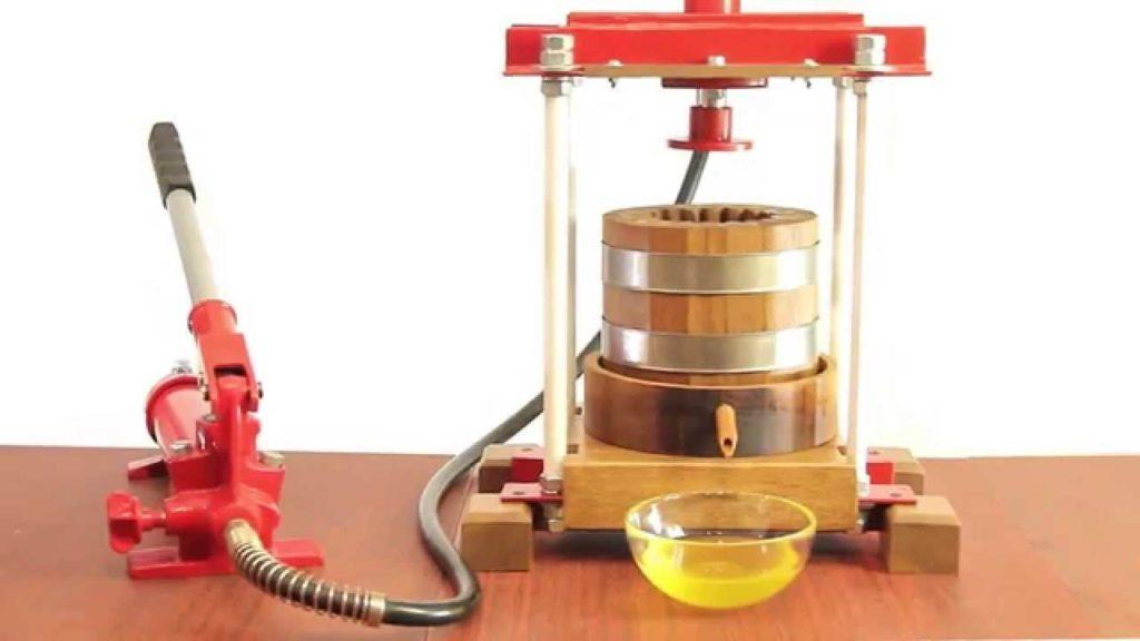 Пресс для масла из дуба.