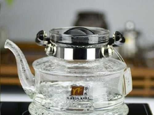 Стеклянный чайник для газовой плиты.