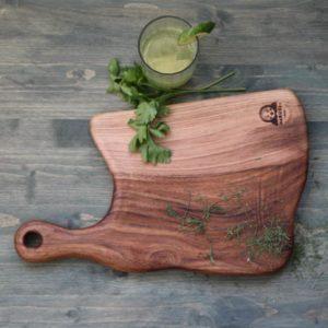 Изготовление досок из дерева.