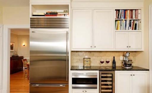 Антресоль над холодильником.