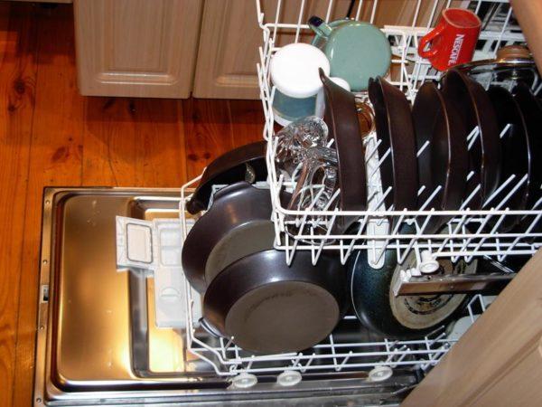 как убрать белый налет с посуды.