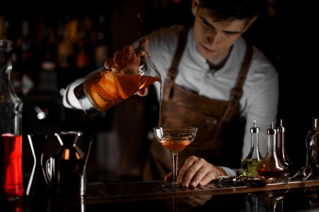 мерный стакан для бармена.