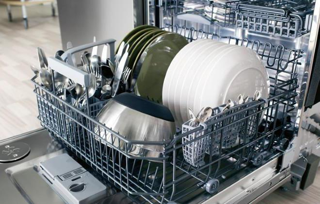 почему на посуде остаются белые разводы.