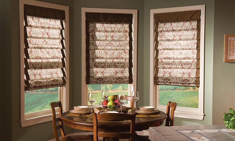 Римские шторы для кухни: 10 необычных идей комбинаций, стилей и материалов
