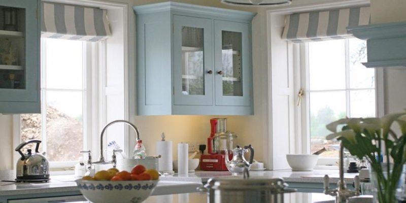 Римские шторы на кухне.