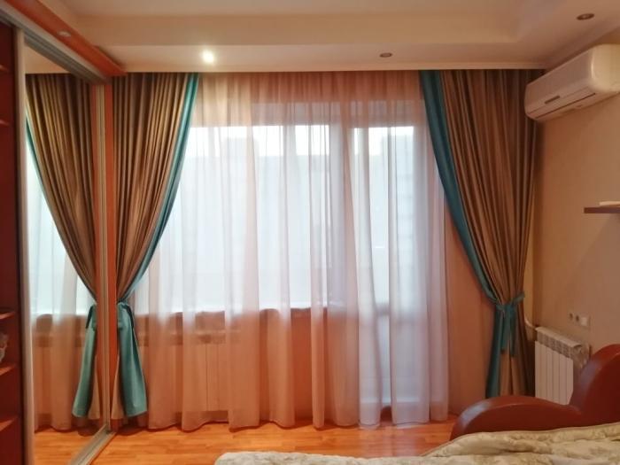 Двухцветные шторы: 20 идей с фото комбинирования полотен