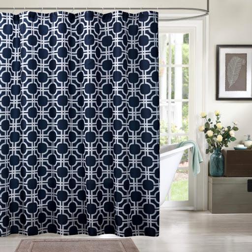 синяя штора в ванную.