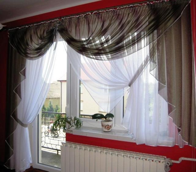 Шторы для окна с балконом.