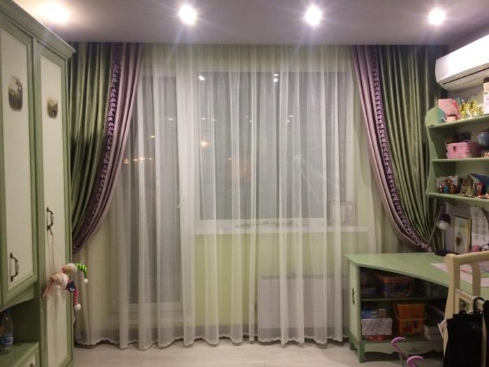 окно с балконной дверью.
