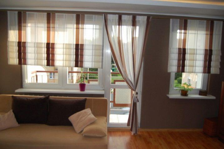 шторы на окно с балконной дверью.