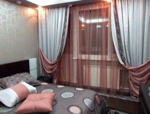 Сочетание штор и покрывала в спальне: 20 фото в интерьере