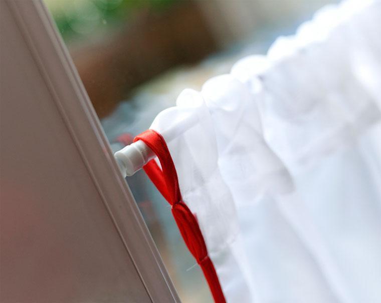 Как закрепить без карниза шторы и тюль: 9 простых способов
