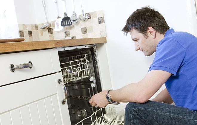 8 причин почему разводы на посуде после посудомоечной машины виднеются
