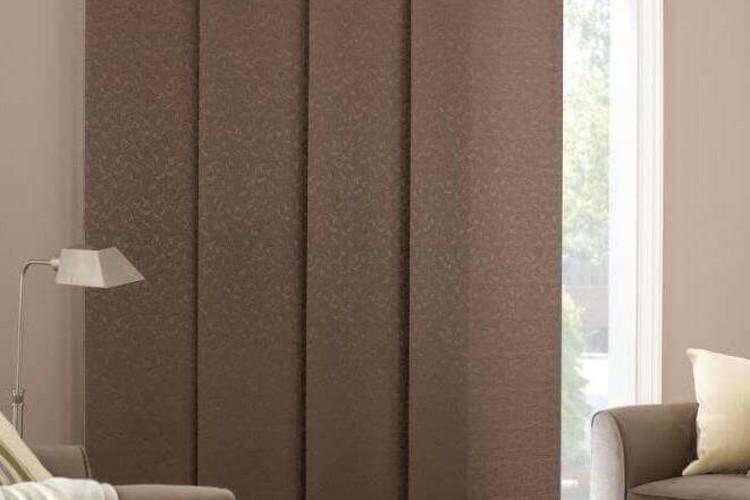 как выбрать шторы в узкую комнату.