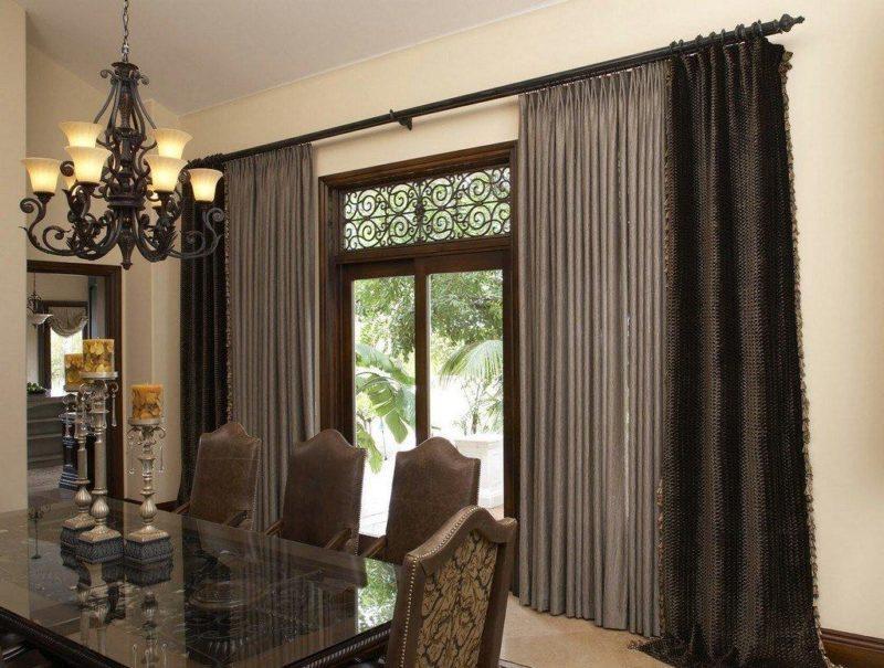 коричневые шторы в интерьере.