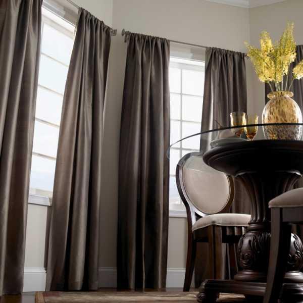 шторы в узкую комнату.