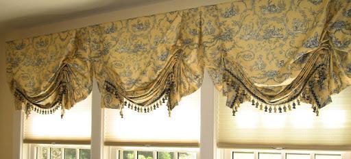 шторы в узкой комнате.