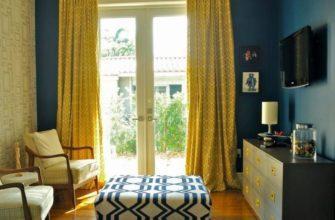 Желтые шторы в гостиной.