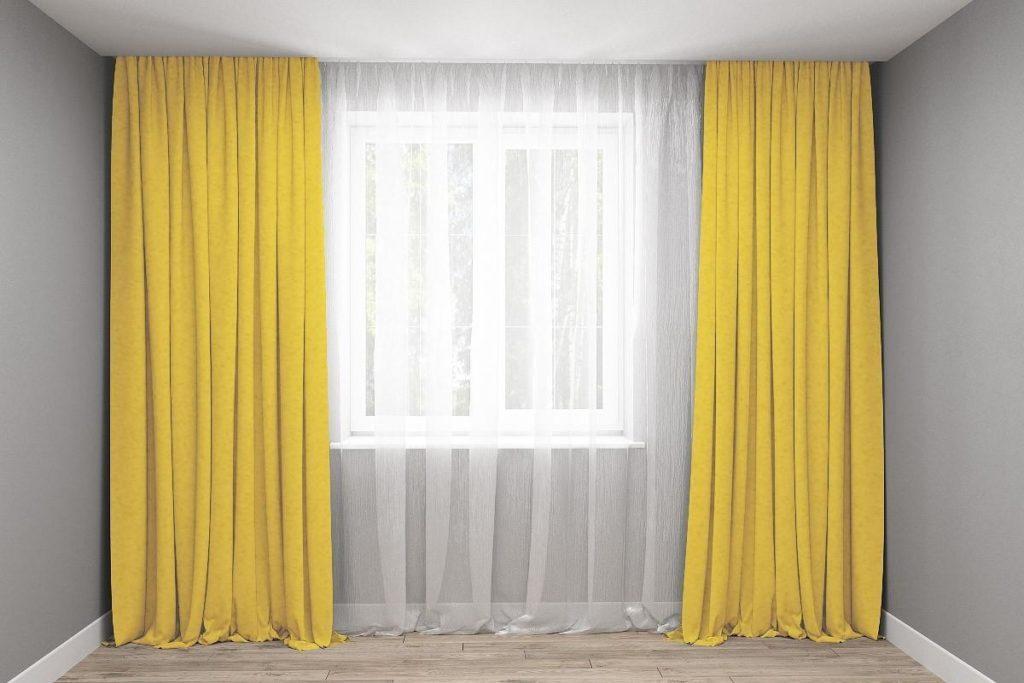 тюль и желтая штора.